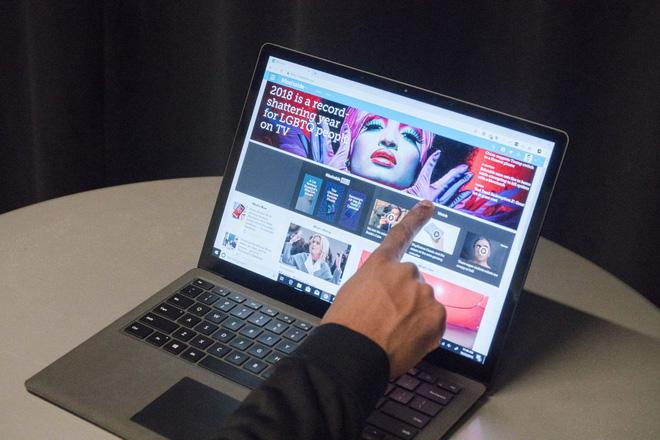 Màn hình cảm ứng rất hữu dụng trên laptop. Ai nói ngược lại đều sai cả!