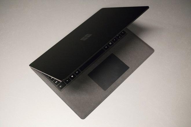 Xin lỗi Apple, nhưng Microsoft đã giành vị trí chiếc laptop tốt nhất của năm