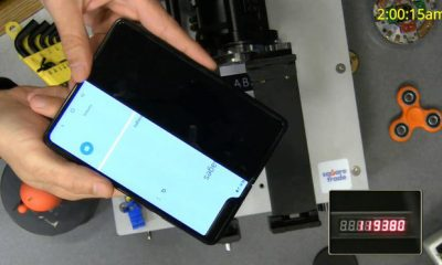 CNET: Motorola Razr gập được 27.000 lần thì xuất hiện tiếng cạch khá to, không đạt được kỳ vọng - Ảnh 1.