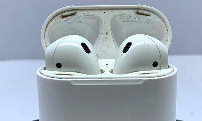 Tai nghe Airpods dễ dính bẩn nhưng khó làm sạch. Ảnh: TS