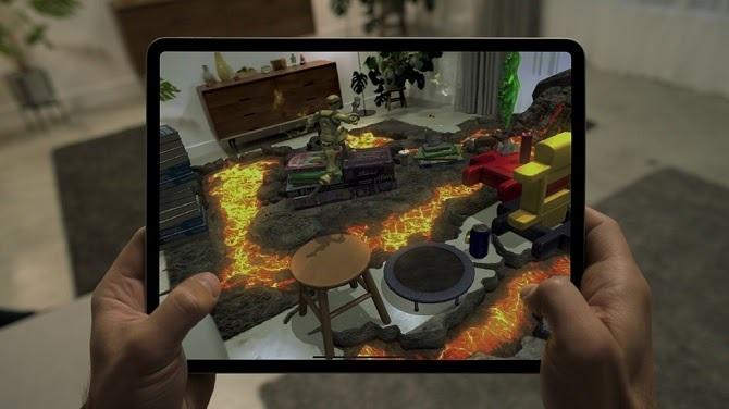 Các ứng dụng và trò chơi thực tế tăng cường phát triển trên nền tảng ARKit hoạt động mượt mà hơn nhờ cảm biến LiDAR. Ảnh: Apple. (ảnh gallery)