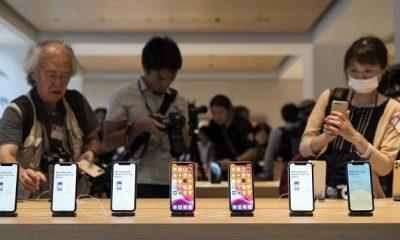 Bộ ba iPhone 11 trưng bày trong cửa hàng Apple Store Marunochi ở thành phố Kyoto, Nhật Bản. Ảnh: CNBC.