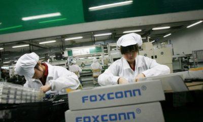 Bên cạnh sản xuất iPhone, Foxconn đang phải sản xuất 2 triệu chiếc khẩu trang mỗi ngày - Ảnh 1.