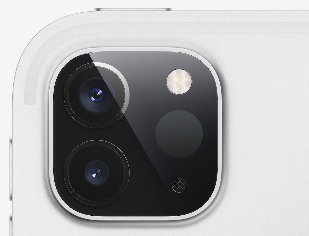 Cụm camera vuông vắn tương tự như iPhone 11.